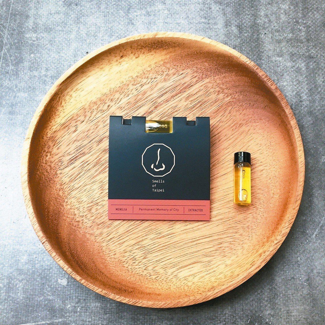 黃蓉以五種植物調和成紀念香,把艋舺的代表性氣味濃縮在小小的玻璃瓶中。圖/黃蓉提供