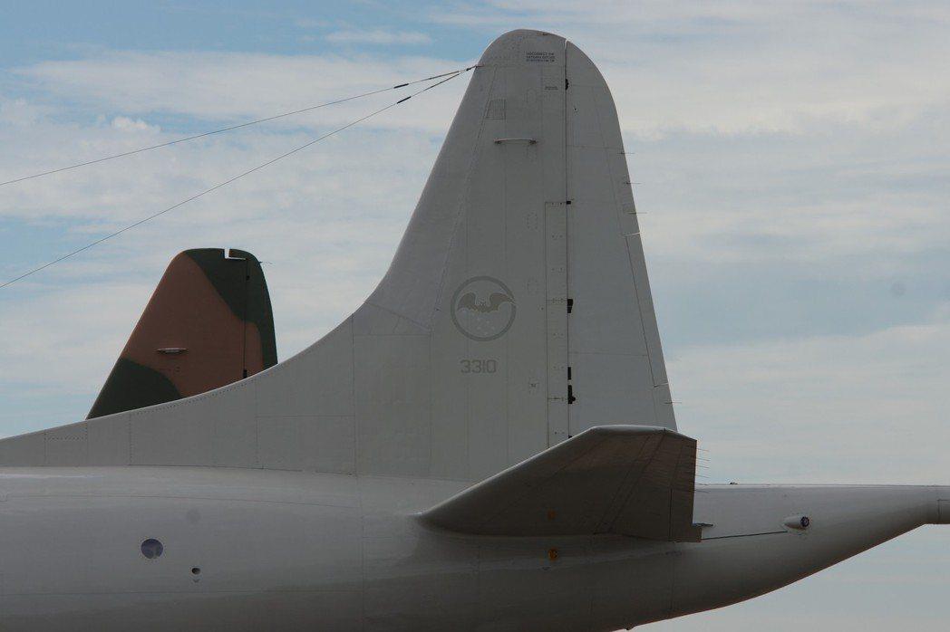 P-3機尾漆上34中隊的「黑蝙蝠」隊徽。 記者程嘉文/攝影