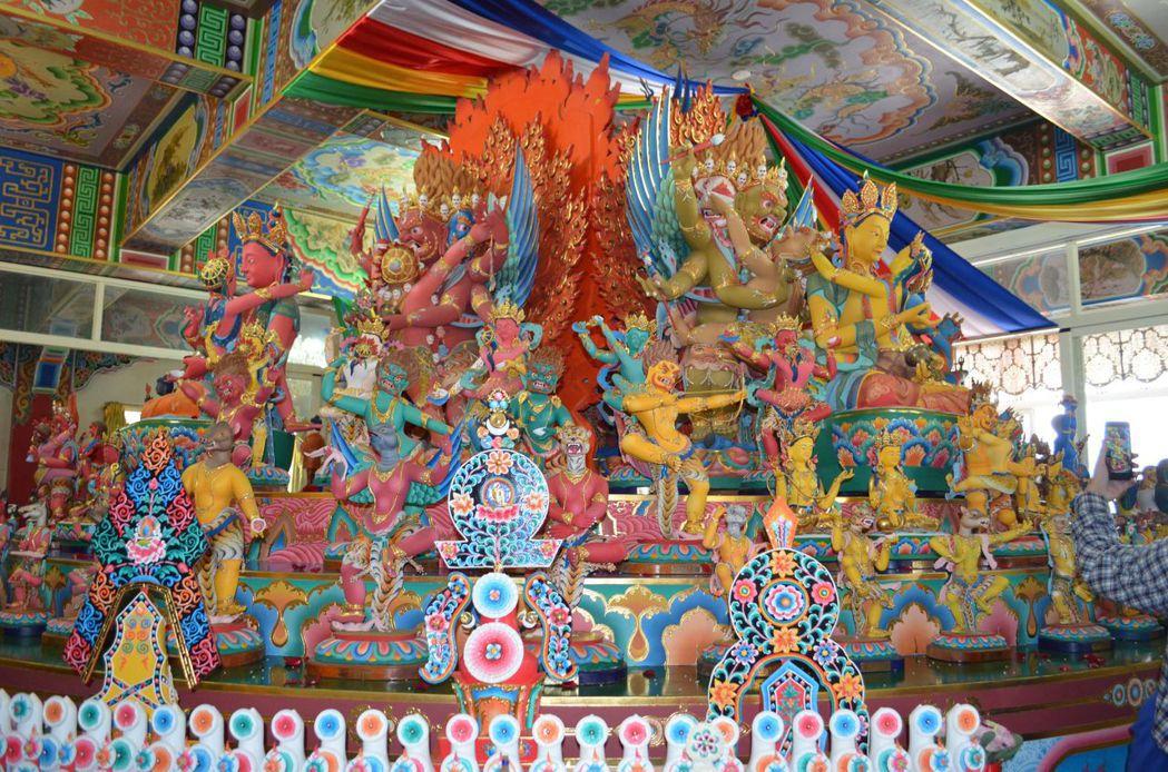 噶居寺推出「文武百尊立體壇城特展」。  陳慧明 攝影
