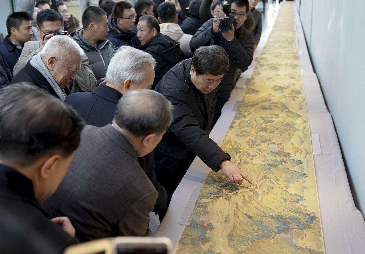 許榮茂斥1.3億購入《絲路山水地圖》捐故宮,川普讚嘆。 中國新聞社