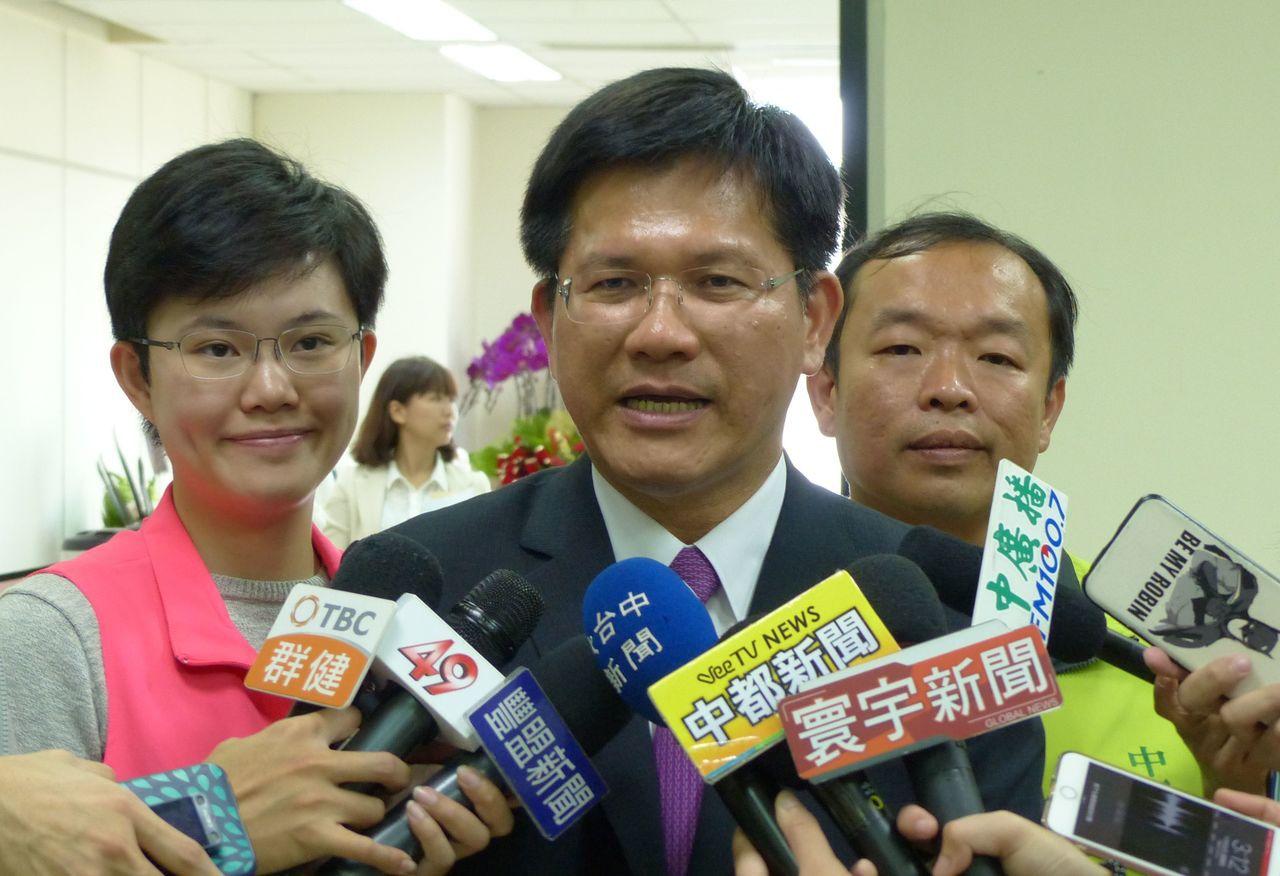 台中市長林佳龍今表示,改善空污是全民運動而不是選舉運動,呼籲政治人物不要抹黑市府...