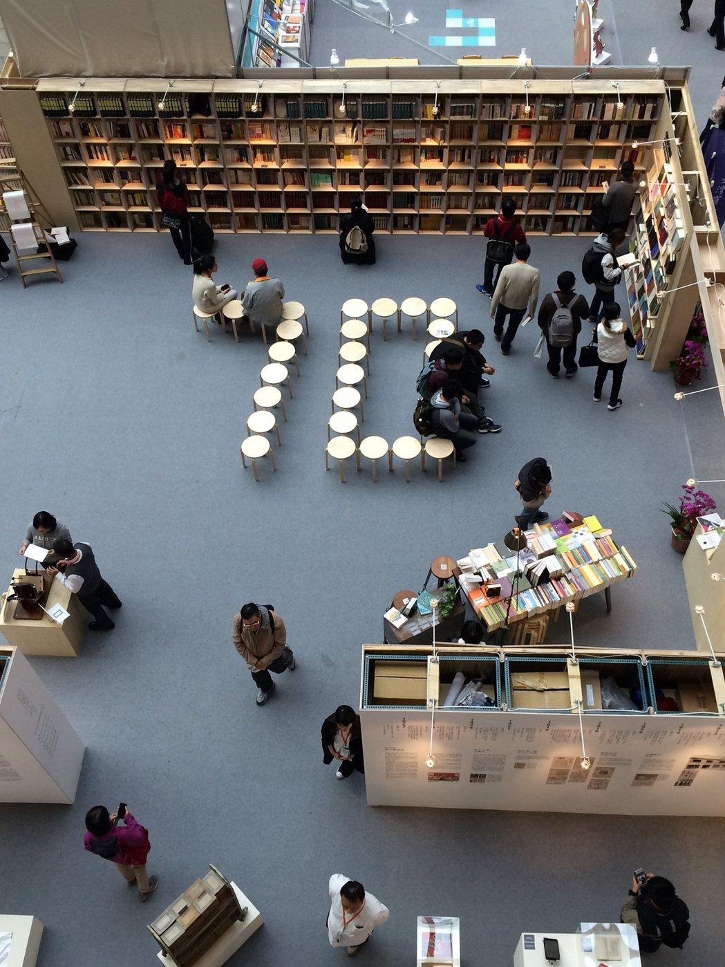 今年臺北國際書展,讓許多愛書人都回味不已的「出版不朽──商務風華特展」,展現臺灣...