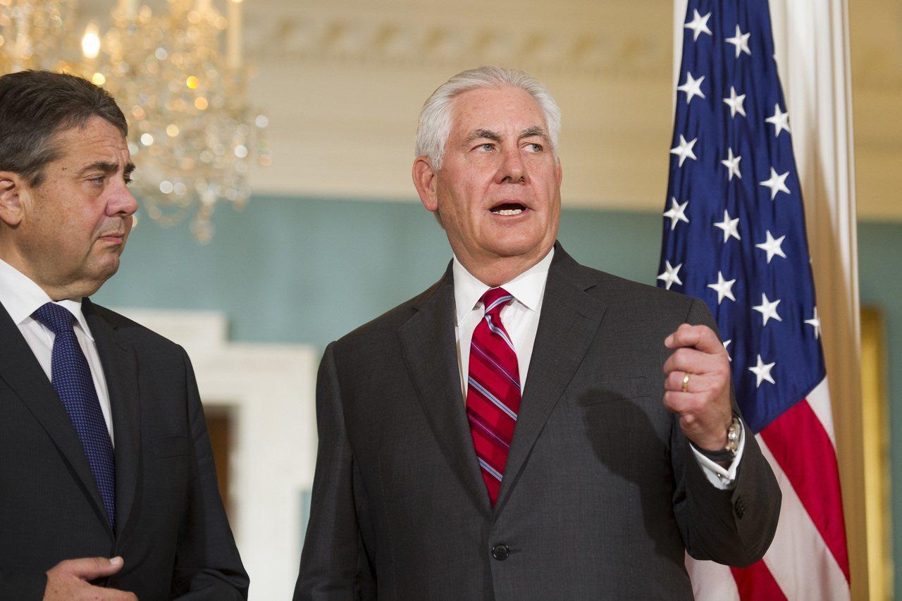 美國國務卿提勒森與來訪的德國外交部長嘉布瑞爾30日回答記者針對北韓議題的提問。美...