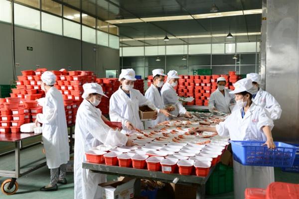 自熱火鍋吸引了海底撈等知名連鎖餐飲品牌入局,爭相入市。取自快科技