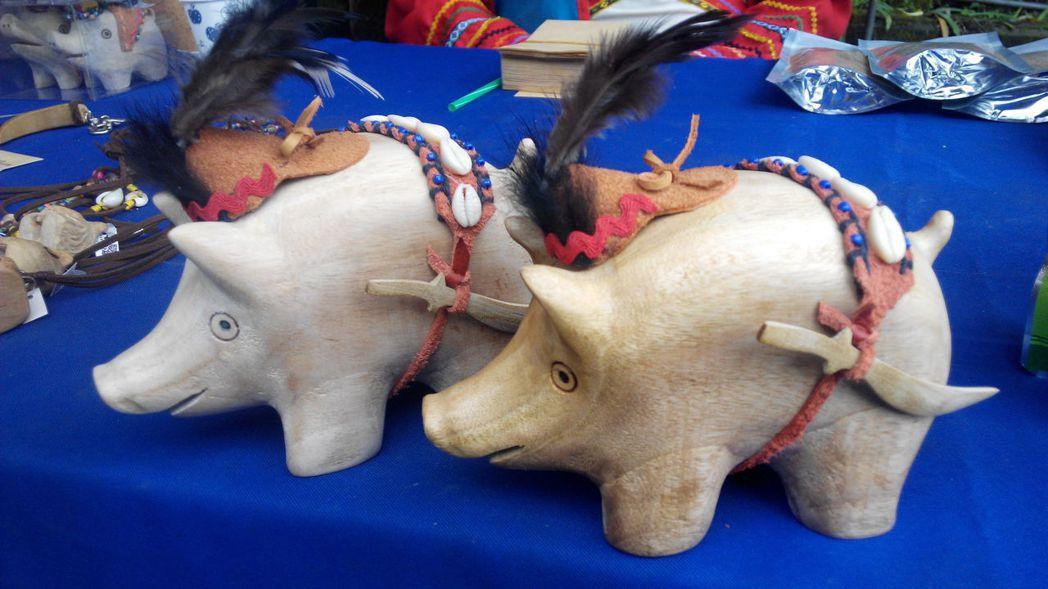部落的山豬工藝創作。圖/阿里山國家風景區管理處提供