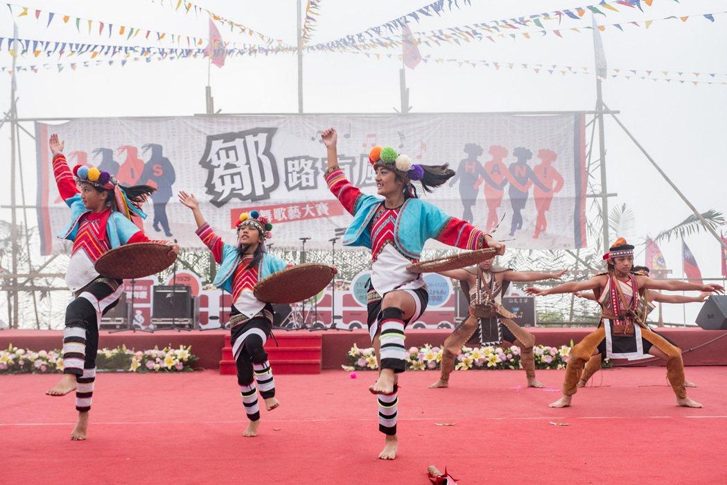 鄒族表演樂舞團輪番上陣熱力演出。圖/阿里山國家風景區管理處提供