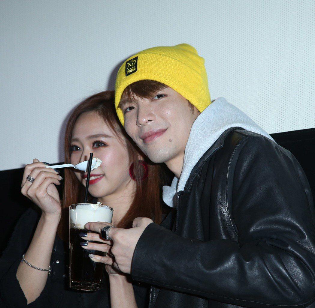 蕭敬騰(右)出席華語「深夜食堂」試片與粉絲互動。記者陳瑞源/攝影