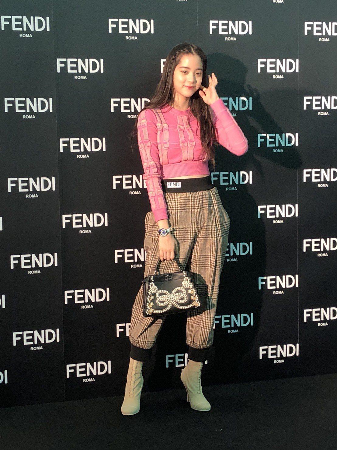 歐陽娜娜今天穿上自己最喜歡的褲裝出席Fendi耶誕點燈活動。記者孫曼/攝影