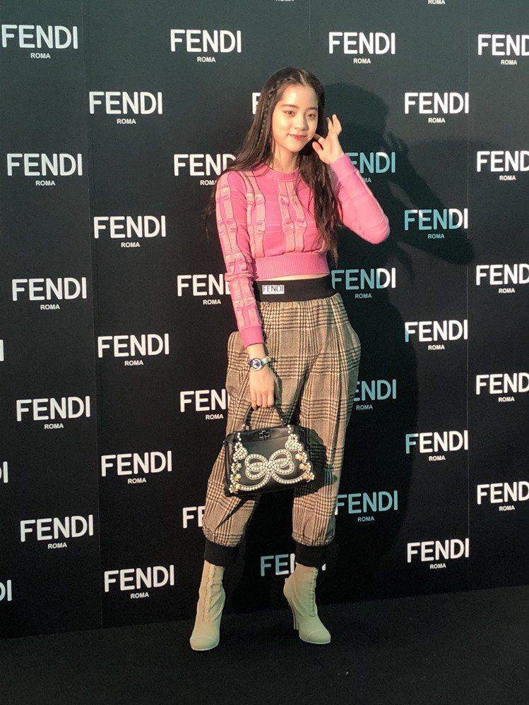 歐陽娜娜今天穿上自己最喜歡的褲裝出席Fendi耶誕點燈活動。圖/記者孫曼攝影