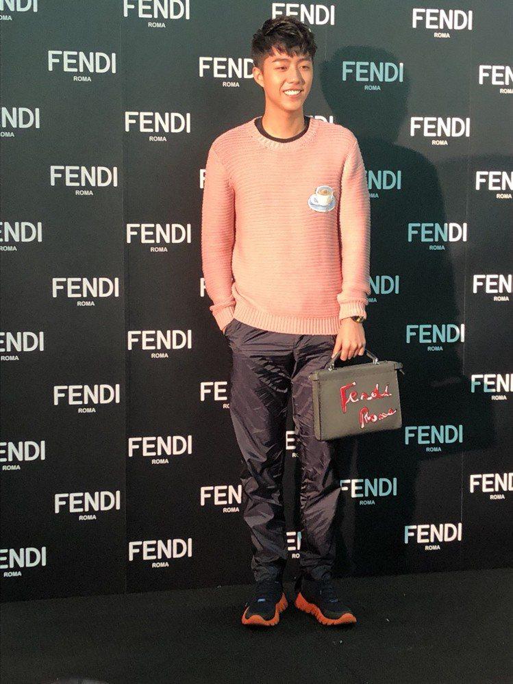 蔡凡熙特別嘗試粉紅色毛衣出席Fendi耶誕點燈活動。圖/記者孫曼攝影