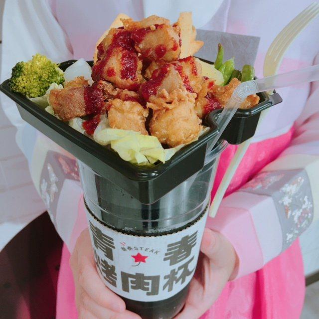 在首爾深受年輕人歡迎的「青春烤肉杯」,189~199元。圖/新光三越提供