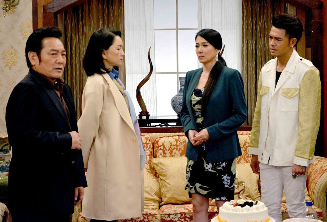 黃玉榮(右起)、丁國琳、張瓊姿、林義芳演出「春風愛河邊」。圖/華視提供