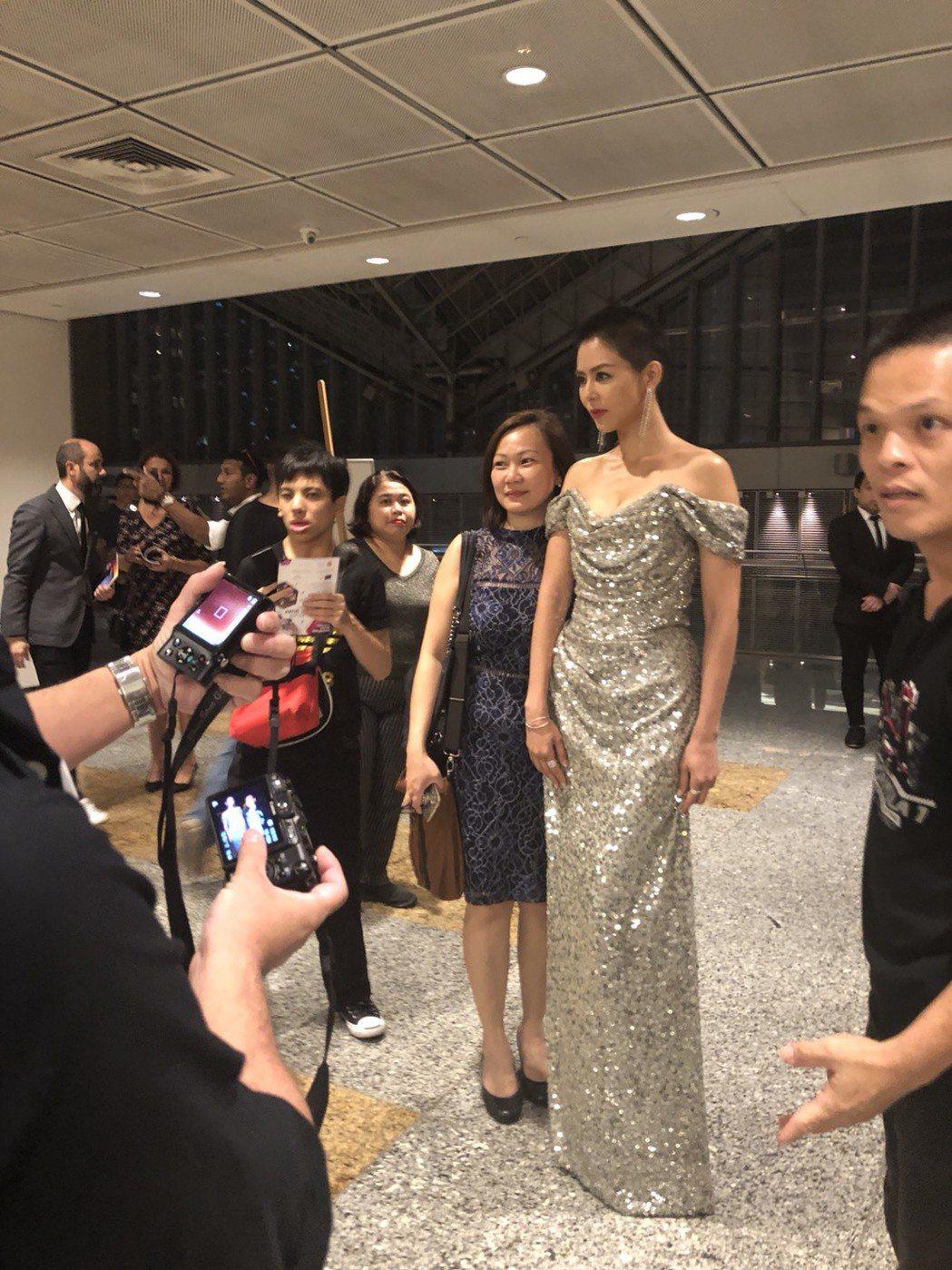 劉香慈出席新加坡亞洲電視大獎。後台準備登場。圖/民視提供