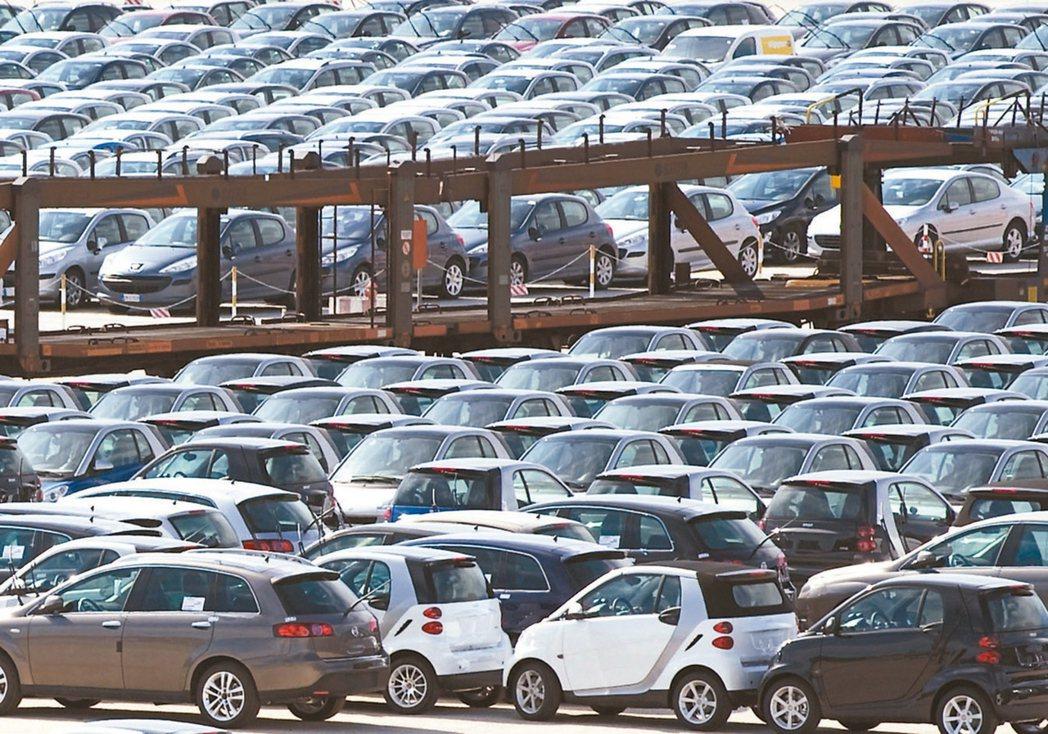 今年11月新車掛牌數超過4萬輛,今年前11個月累積已近40萬輛,有機會寫下12年...