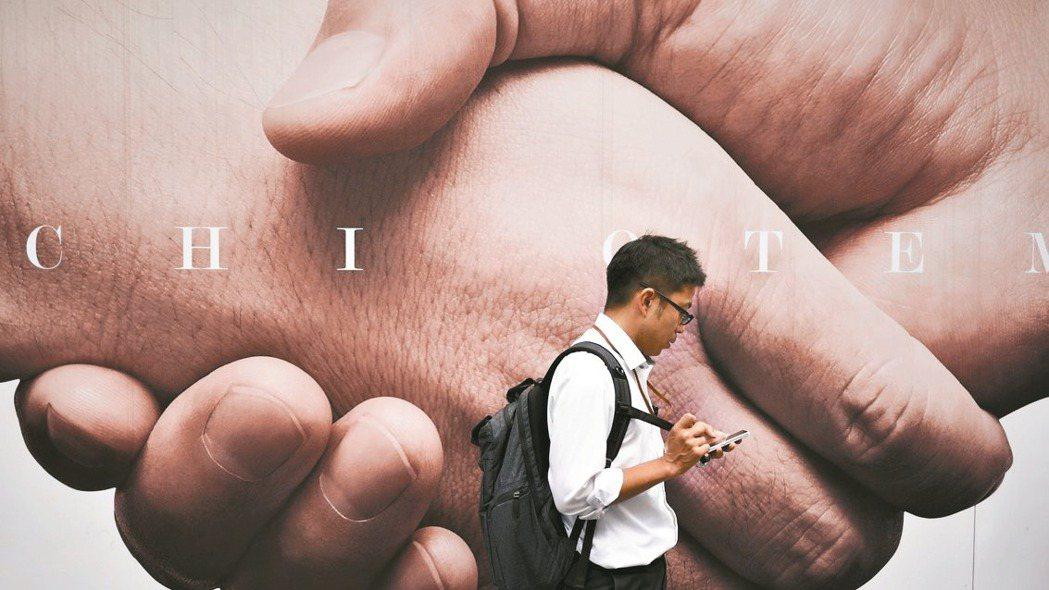 日本手機通話費年比連25個月下跌,是拉低日本通膨的主要因素。 歐新社