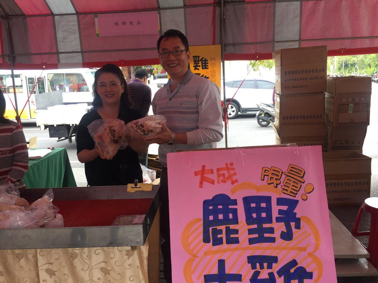 鹿野土雞3隻500元,業者強調台灣最便宜的。記者吳政修/攝影
