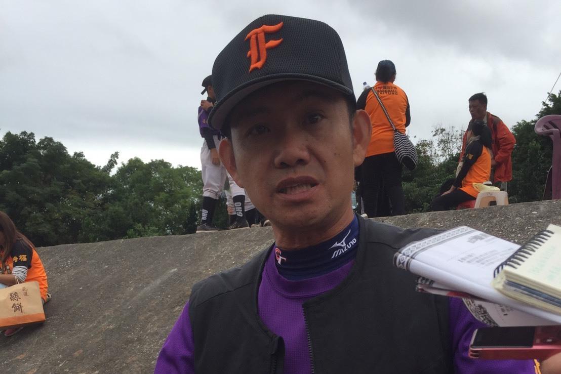 豐田國小校長方穎豐雖無棒球背景,但有獨特帶隊理念。 記者吳敏欣/攝影
