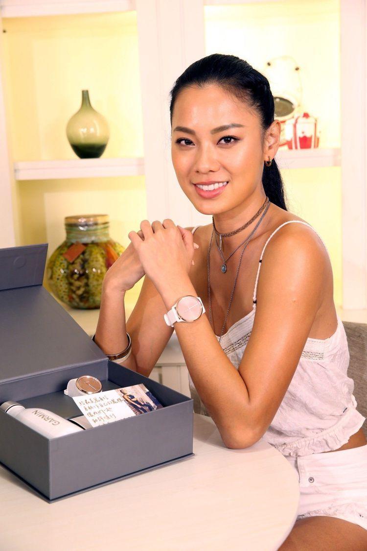 王麗雅搶先獲得Garmin vivomove HR心率智慧指針式腕表運動款。圖/...