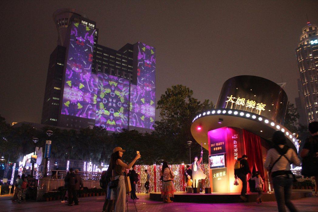 「大娛樂家」跨界合作,現身新北耶誕城巨型光雕秀。圖/福斯提供