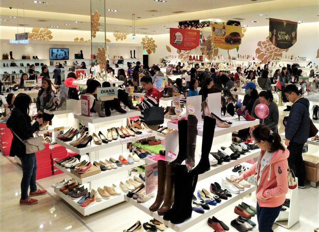 百貨周年慶女鞋促銷受歡迎。 圖/業者提供