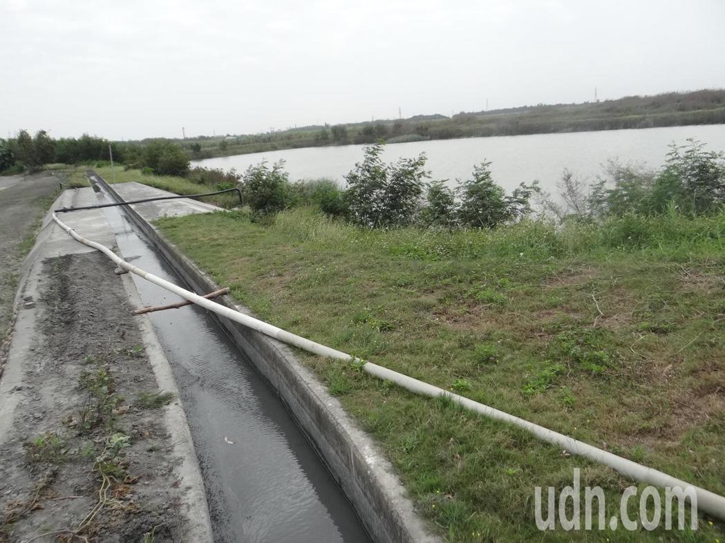 滯洪池旁設立灌溉水道,讓治水兼具灌溉功能,讓洪水變田水,解決枯水期缺憾。記者蔡維...