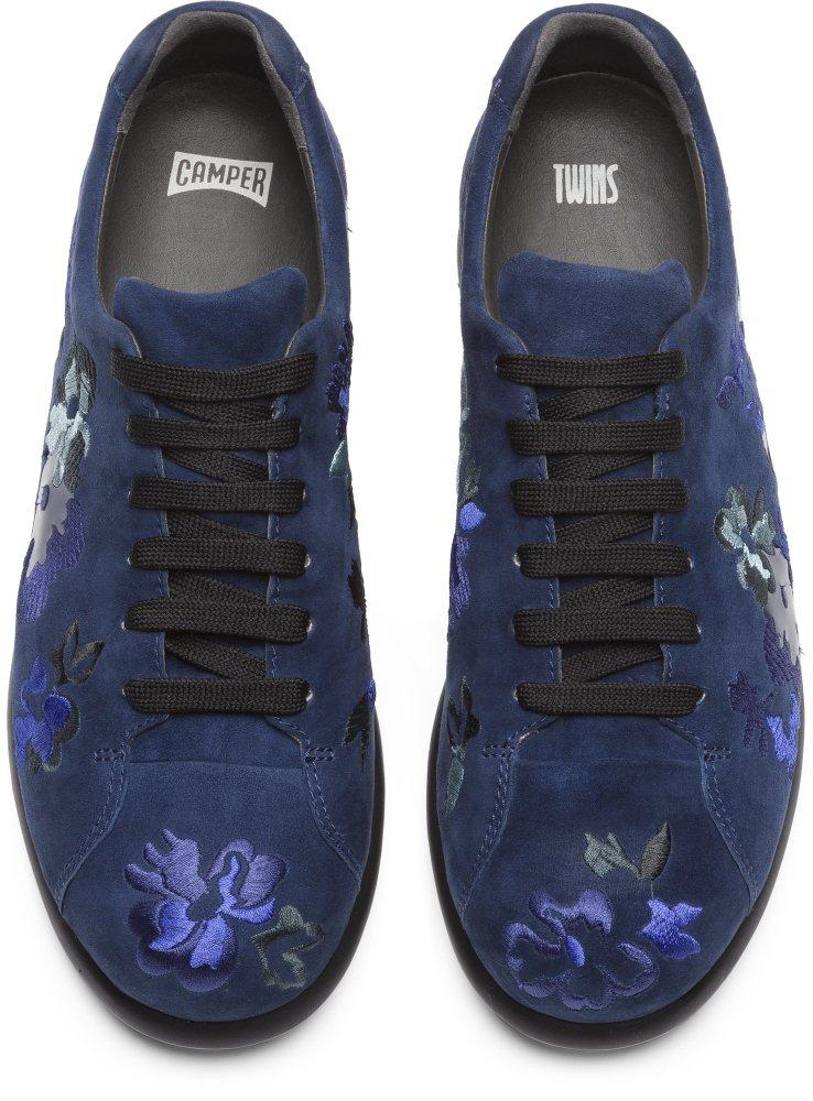 Camper Twins系列深藍色綉花綁帶休閒鞋,9,880元。圖/喜事國際提供