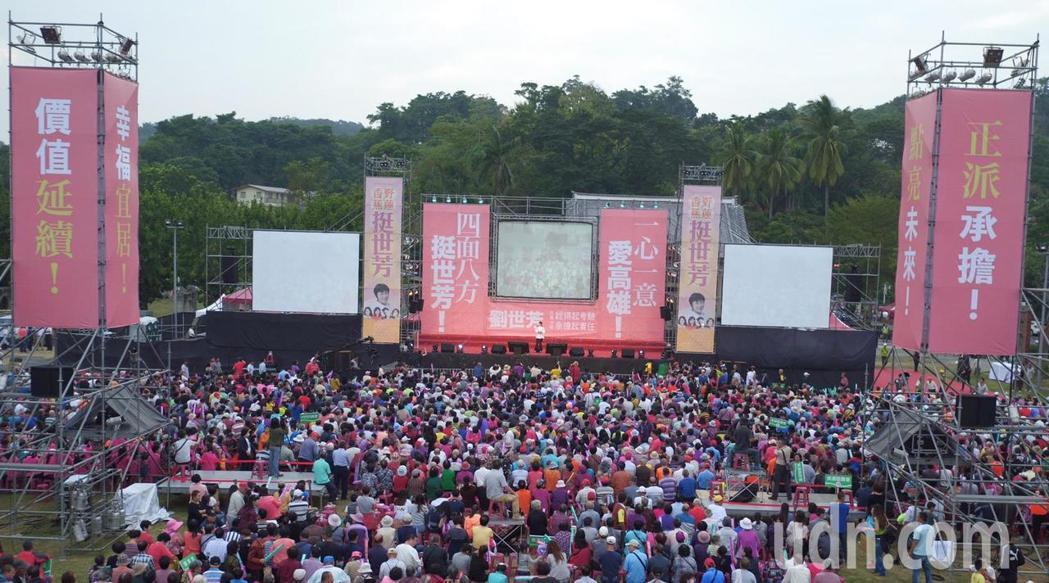 「香蕉野蓮挺世芳」造勢晚會,湧入近萬支持民眾。記者王昭月/攝影