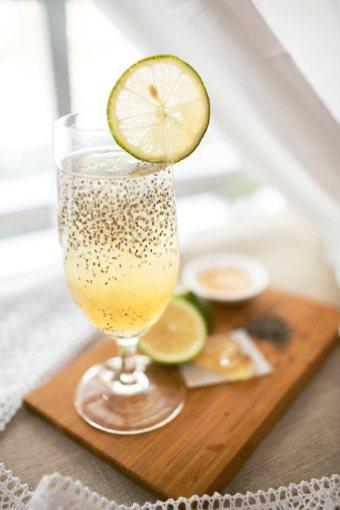 蜂蜜奇亞籽檸檬汁 圖/摘自商周出版《代謝型態龐德食譜全書》