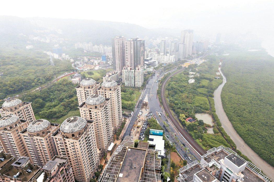 大台北水岸概念宅快速走紅,以紅樹林價差最大,住宅產品平均單坪價格比淡水區高55....