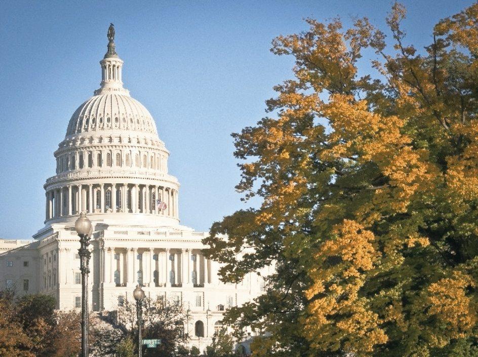 美參議院2日凌晨通過稅改案,主張永久性降低企業稅率,並降低所得稅率九年。 法新社