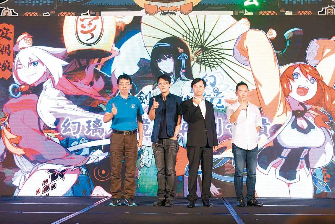 大宇資董事長凃俊光(右二)2013年接手大宇資後積極對外衝刺異業合作,在IP授權...