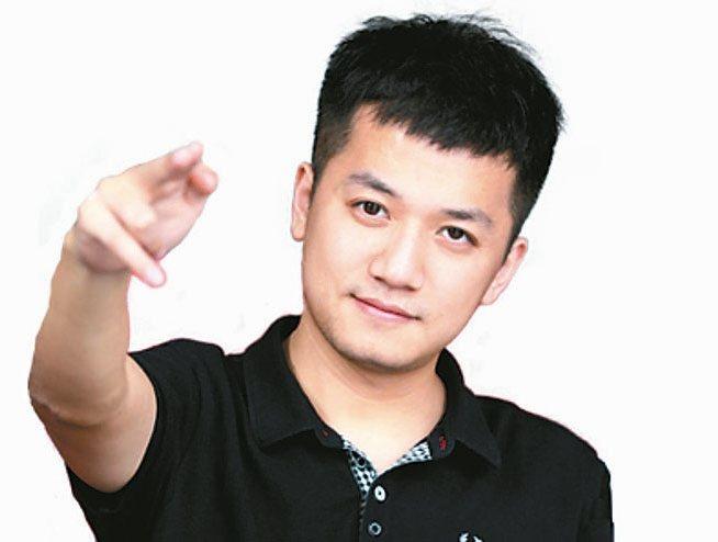 高中就輟學的吳萌,兩年前帶領4人團隊開發出手機遊戲《球球大作戰》,迅速暴紅,註冊...