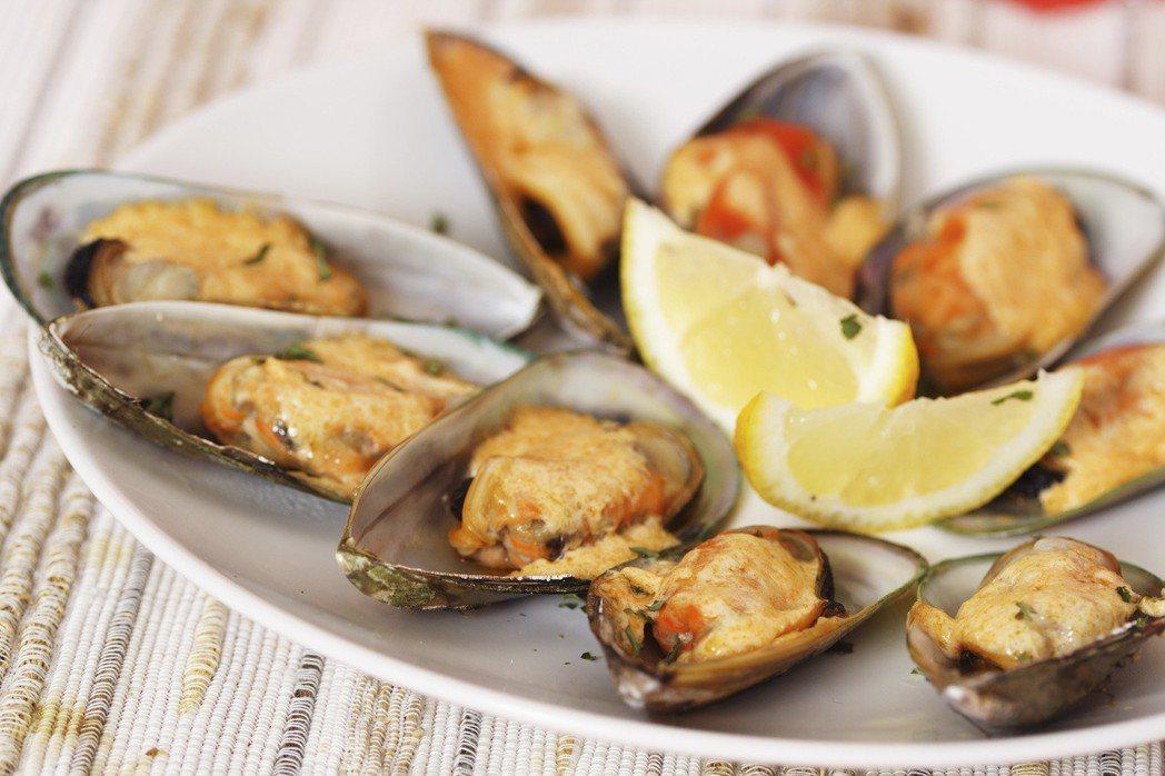 比利時與英國研究人員發現,平均一份淡菜裡就含有約90顆塑膠微粒,6顆生蠔則含有約...