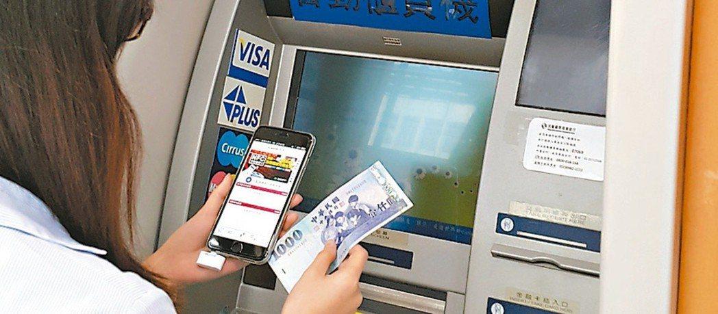 數位帳戶已成銀行競技新戰場,包括台新、國泰、華南與王道等銀行,競相針對數位帳戶推...