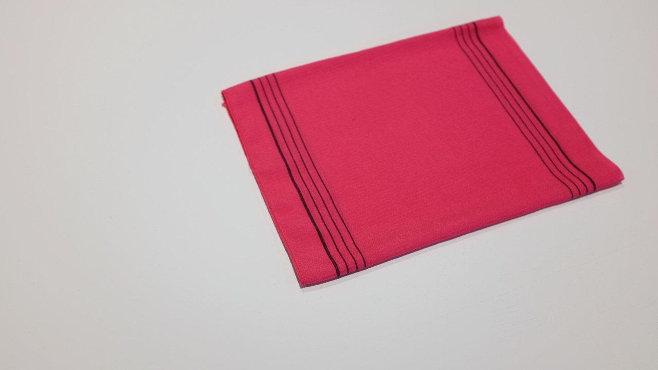 在韓國人心中,去除老廢角質和使用筷子一樣都很理所當然,每個人都有一條;單色毛巾上...