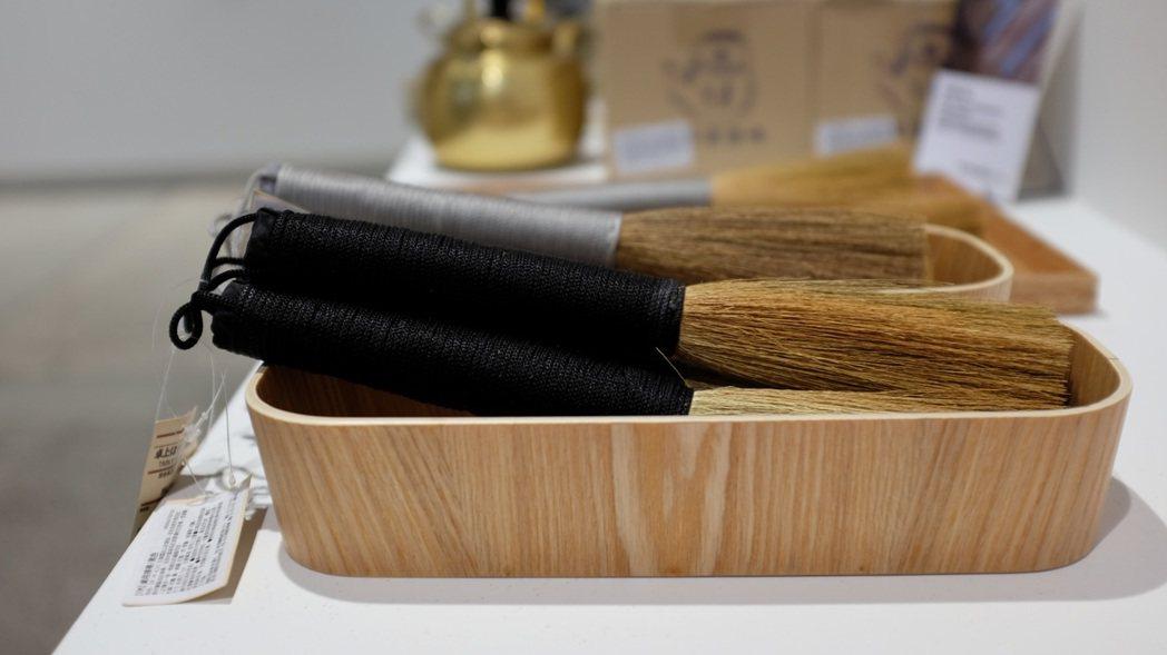 韓國蘆葦製桌用小掃帚。在韓國,蘆葦是自古以來用途多元的植物。記者沈佩臻/攝影
