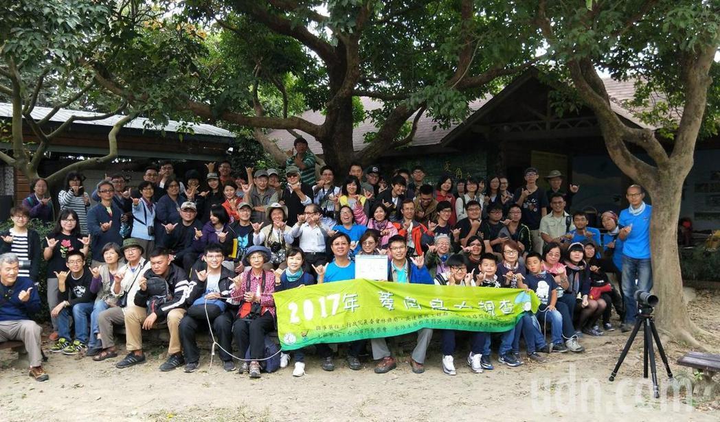 台南市野鳥學會、中華鳥會近百名志工進行水雉普查。記者謝進盛/攝影