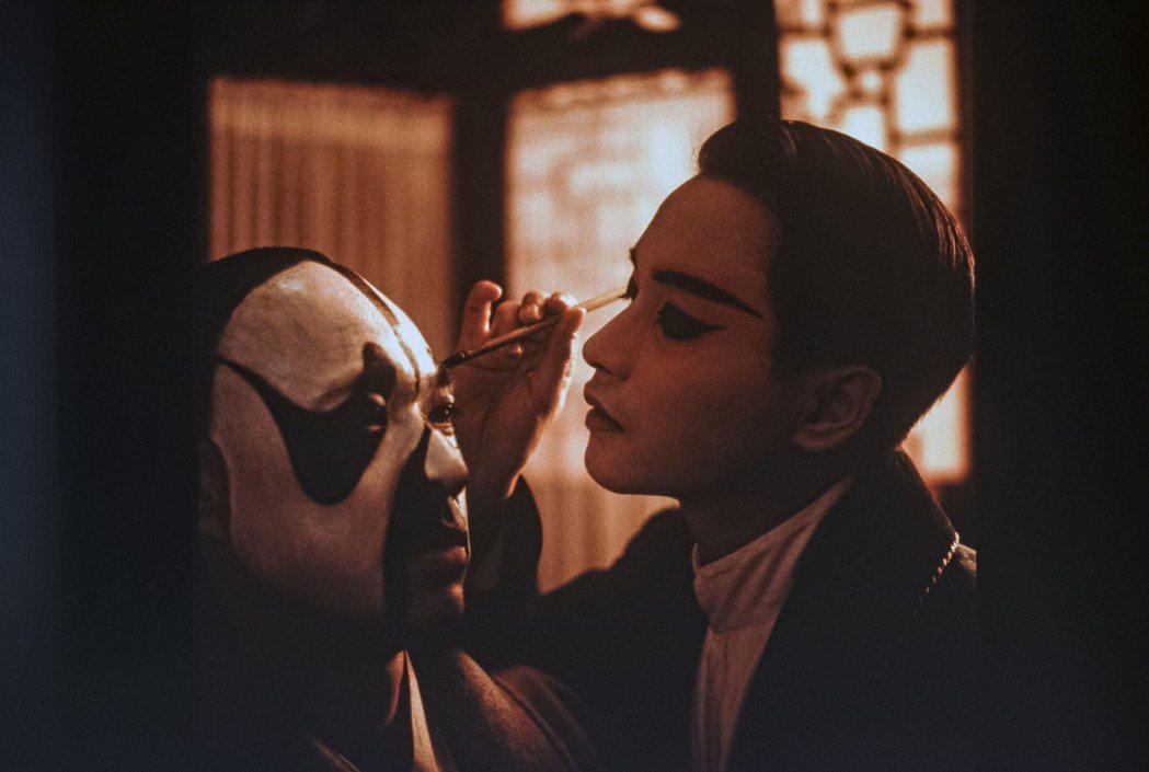「霸王別姬」男主角、大陸資深男星張豐毅(左)在節目中透露,當時真的感覺到張國榮(