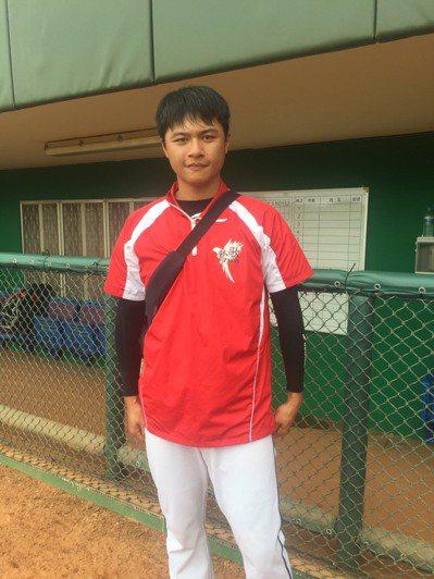 盧劭禹目前在鶯歌工商擔任投手教練。記者吳敏欣/攝影