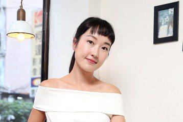34歲的巴鈺今年加入TVBS「食尚玩家」,因為百搭又活潑的主持風格,讓觀眾馬上就接受了她的加入,堪稱零負評。她透露幫她牽線的正是節目旁白哥阿松,因為她早就夢想加入「食尚」團隊,阿松順勢向製作單位推薦...