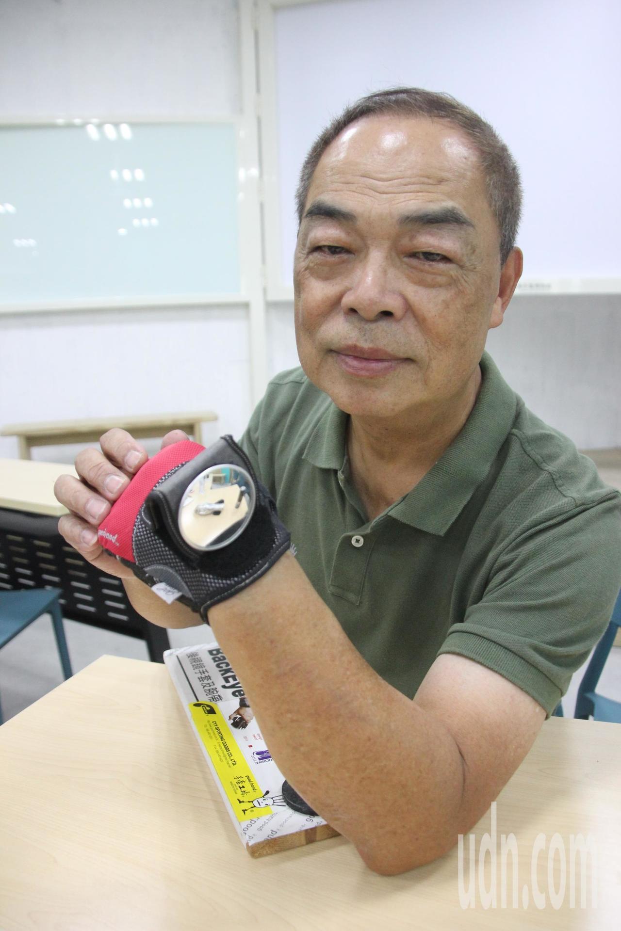手套博物館創辦人陳義益設計的多功能後視鏡手套拿下德國IF設計獎,成為很多單車族的...