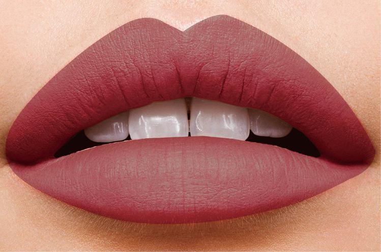 揉合乾燥玫瑰與個性土色調的柔霧唇,時髦又兼顧紅潤血色感。圖/媚比琳提供
