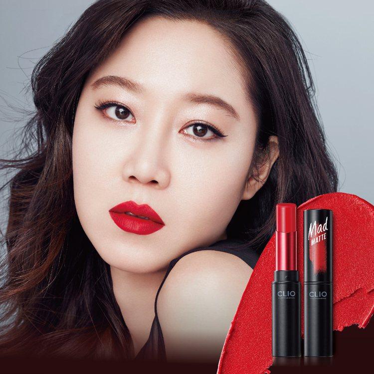 霧面紅唇最能展現時尚女王氣勢。圖/CLIO提供