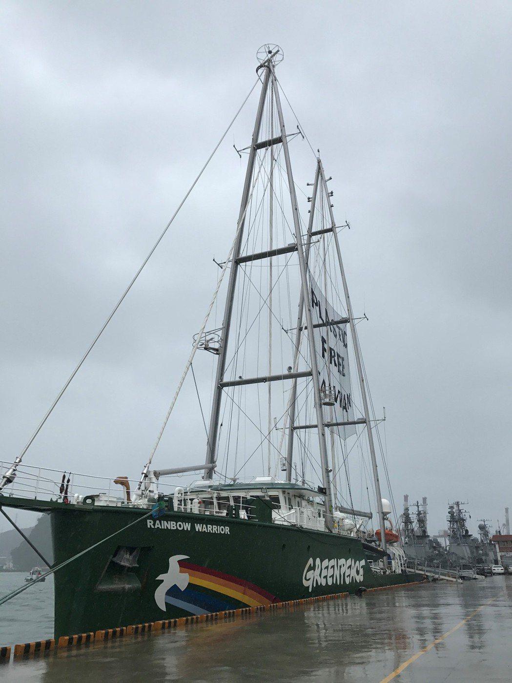 韓星柳俊烈,為響應綠色和平組織的「海洋無塑」活動,5日早上要登上從基隆出發,航向...