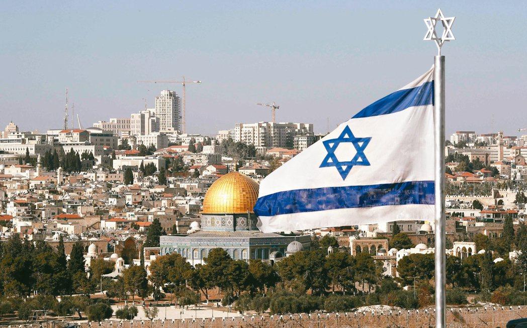 美國總統川普可能公開承認耶路撒冷為以色列首都,巴人反應激烈。圖為以色列國旗在耶路...
