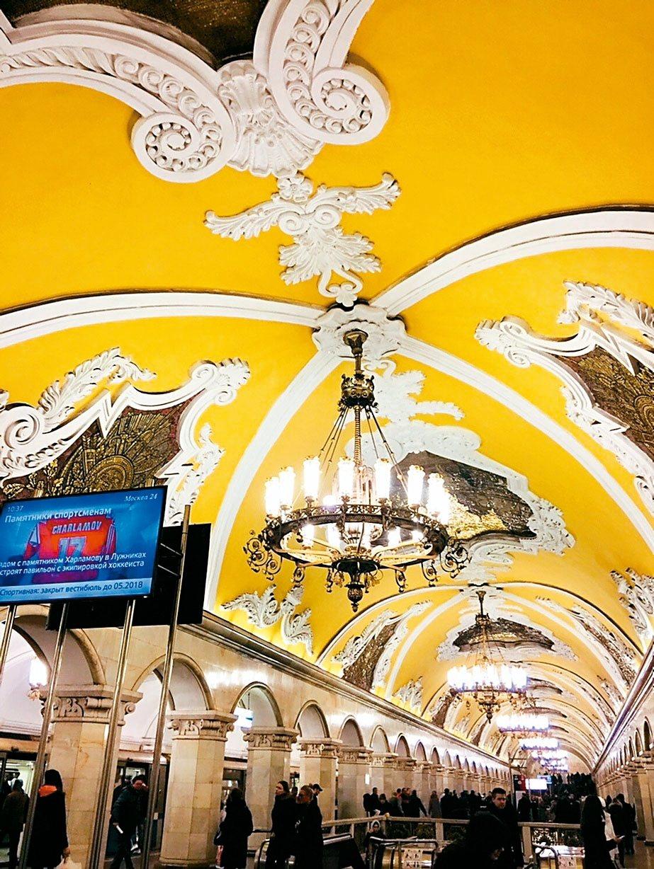宮殿般絢麗的莫斯科地鐵「共青團站」。 記者錢欽青/攝影