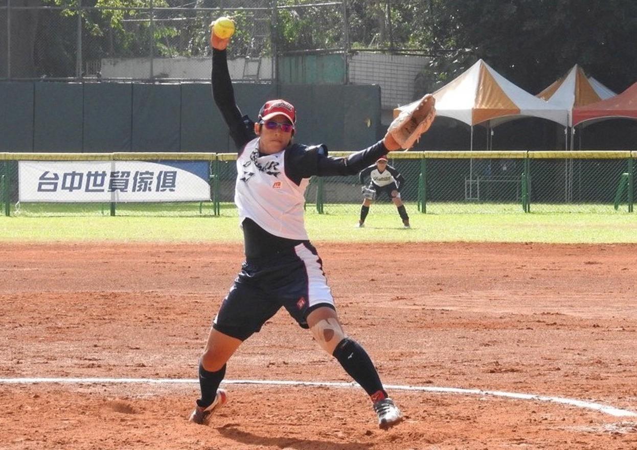 中華隊3日先擊敗菲律賓隊,接著與日本隊碰頭,無法突破日本王牌投手上野由岐子(圖)...