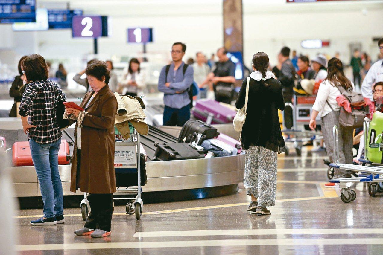 陸委會今天表示,9月底至今滯留於桃園機場的大陸籍男子劉興聯、顏克芬,迄今無法提供...