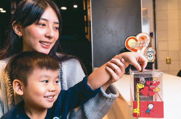 台灣肯德基邀民眾一起關懷弱勢貧童。