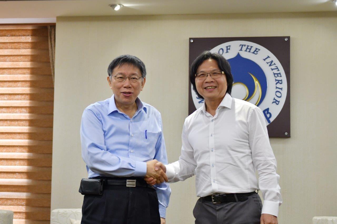 內政部長葉俊榮(右)、台北市長柯文哲(左)。圖/內政部提供